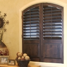 Arch shutter with horizontal louvers